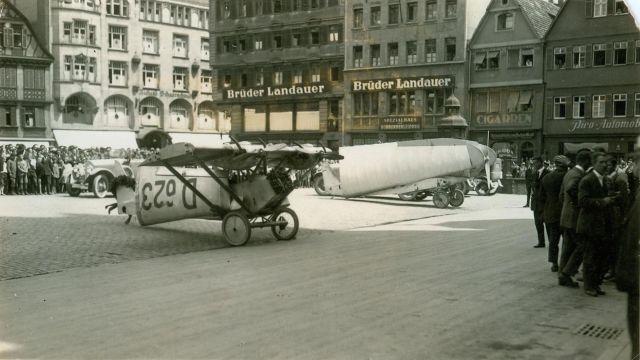 2 Deutscher Rundflug 1925 Daimler L21 D-623 Stuttgart Marktplatz_Foto